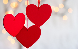 Valentines_day_decoration_ideas_red_heart_white_lights